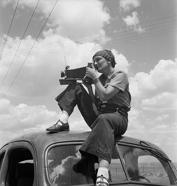 Paul S. Taylor, Dorothea Lange in Texas on the Plains, ca.1935 © The Oakland Museum of California