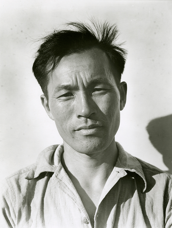 Dorothea Lange, Young Man at Manzanar Relocation Center, 1942 © The Oakland Museum of California